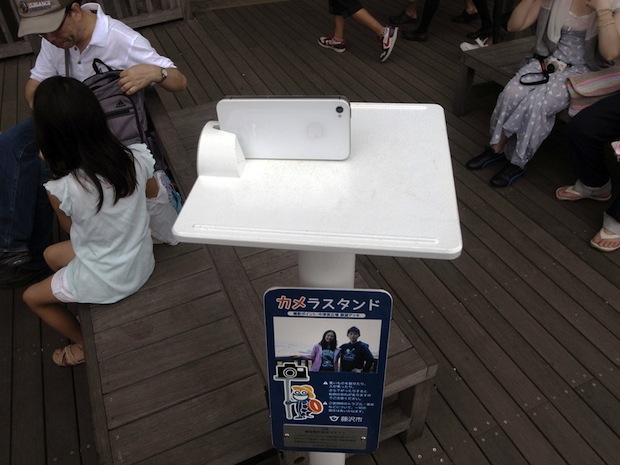 Fixed Camera Stands Help Tourists Snap Photos of Themselves smartphonestand2