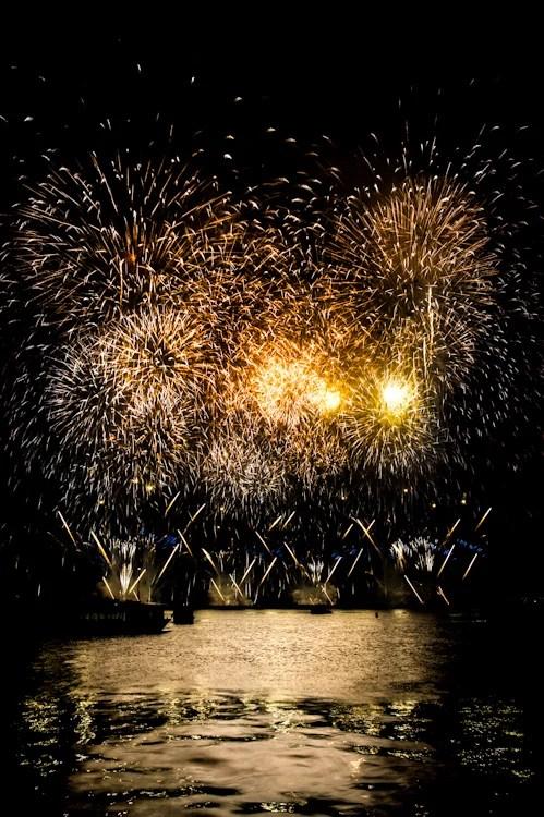 Beautiful Firework Photographs Captured Using Clever Camera Techniques Yokohama Fireworks PP 10
