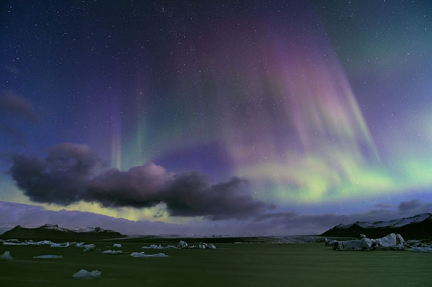 Beautiful Photos of Auroras Shimmering Over Iceland by Stéphane Vetter auroraphoto 3