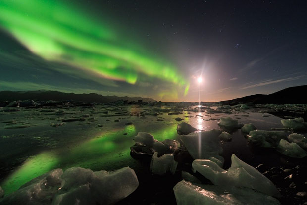 Beautiful Photos of Auroras Shimmering Over Iceland by Stéphane Vetter auroraphoto 8
