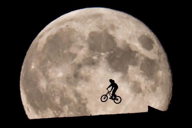 This ET Inspired Photo of Biker Rising In Front of the Moon Was Not Shopped moon7