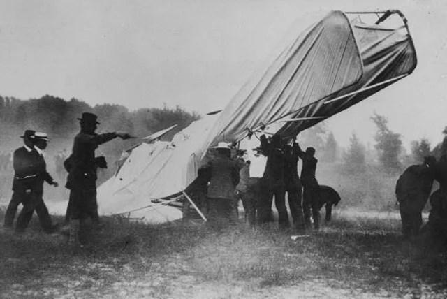 foto kecelakaan fatal pesawat pertama