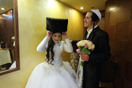 A young bride and groom. After leaving the wedding ceremony, the bride and groom enter a special room and closed called the unremarkable room, where they are alone for a few minutes.