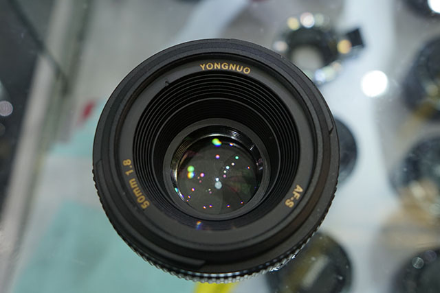Yongnuo-AF-S-50mm-f1.8-lens-for-Nikon-F-mount-3