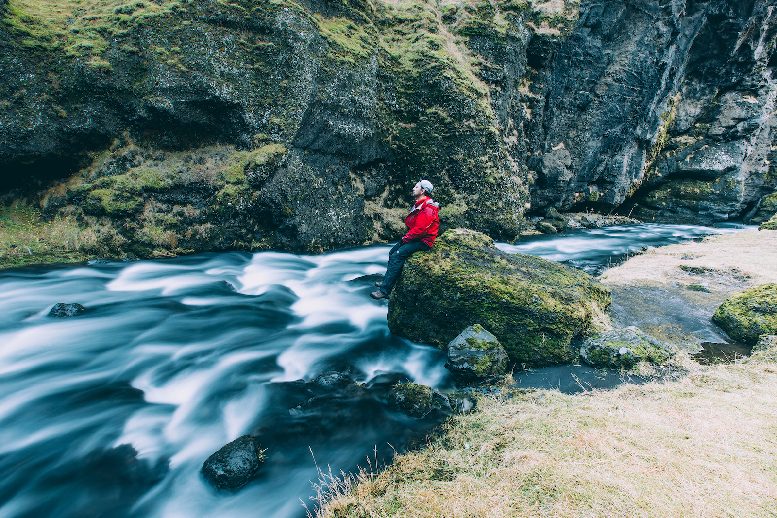 iceland-river-man-on-rock