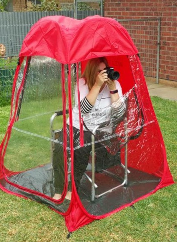 Photo Pod is a Personal Tent That Keeps Photographers Dry