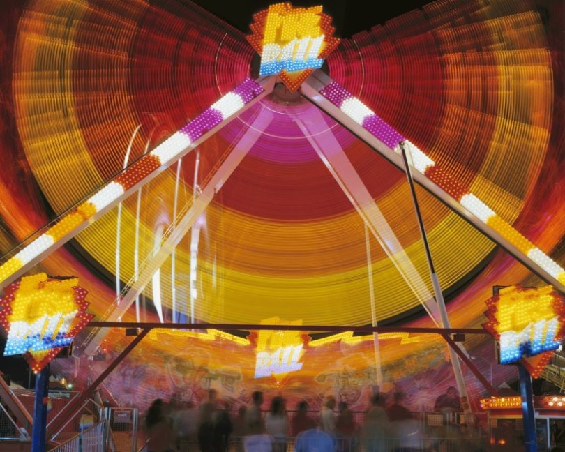 852 12 Vail FireBallWEB20000 800x640 - Fotos sensacionais tiradas em parque de diversões utilizando longa exposição
