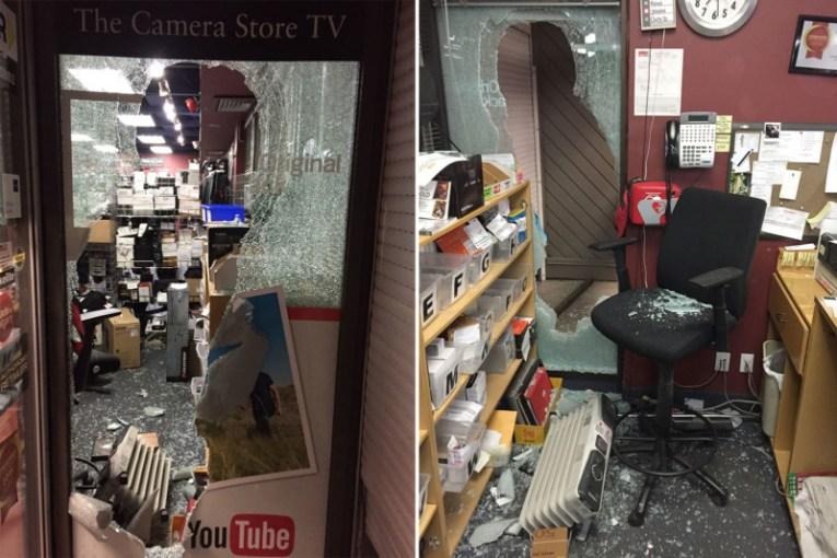 Разбитые витрины магазина с техникой