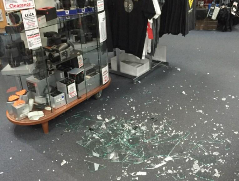 Разбитые витрины
