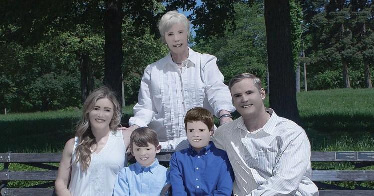 Hilariously Bad Family Photos Go Viral   PetaPixel