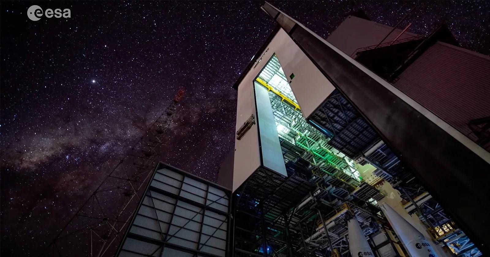 Splendida ripresa di Starlapse dal prossimo sito di lancio del razzo Ariane 6
