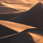 Come catturare i dettagli unici delle dune di sabbia con un teleobiettivo