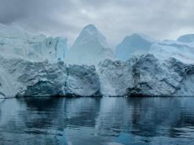 La serie fotografica esplora i cambiamenti climatici in Groenlandia e in Antartide
