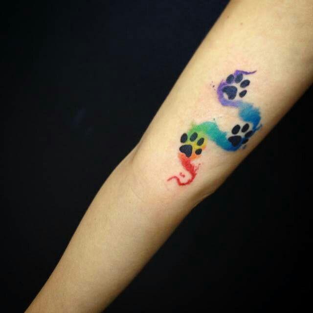 tatuagem pata de cachorro colorida