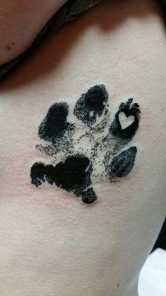 tatuagem de cachorro costas