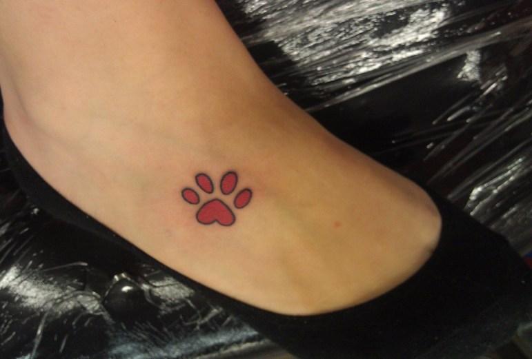 Pata de cachorro tatuagem no pe