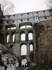 ส่วนหนึ่งของปราสาท ใหญ่โตอลังมาก ยังกะท่อส่งน้ำของโรมัน อะไรอย่างงั้น