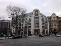 Louis Vuitton สาขาถนน Champs-Élysées
