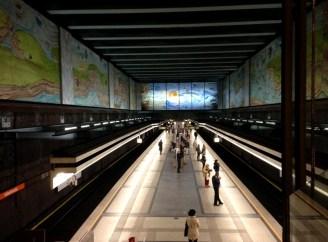 ด้านในสถานีรถไฟใต้ดิน Volkstheater