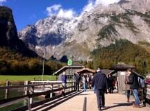จากสถานี St. Bartholomä นี้เราสามารถเดินป่าขึ้นเขาไปดูธารน้ำแข็งที่ไหลมาจากภูเขา Watzmann ได้ ใช้เวลาเดินประมาณหนึ่งชั่วโมง