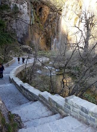ทางเดินไปจุดชมน้ำตก