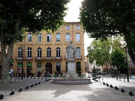 น้ำพุ Fontaine Du Roi René ที่ปลายสุดถนน Cours Mirabeau