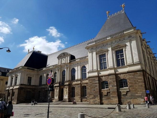 Parlement de Bretagne ตึกรัฐสภาของแคว้น Brittany ซึ่ง Rennes ก็เป็นเมืองหลวงของแคว้นนี้นี่เอง