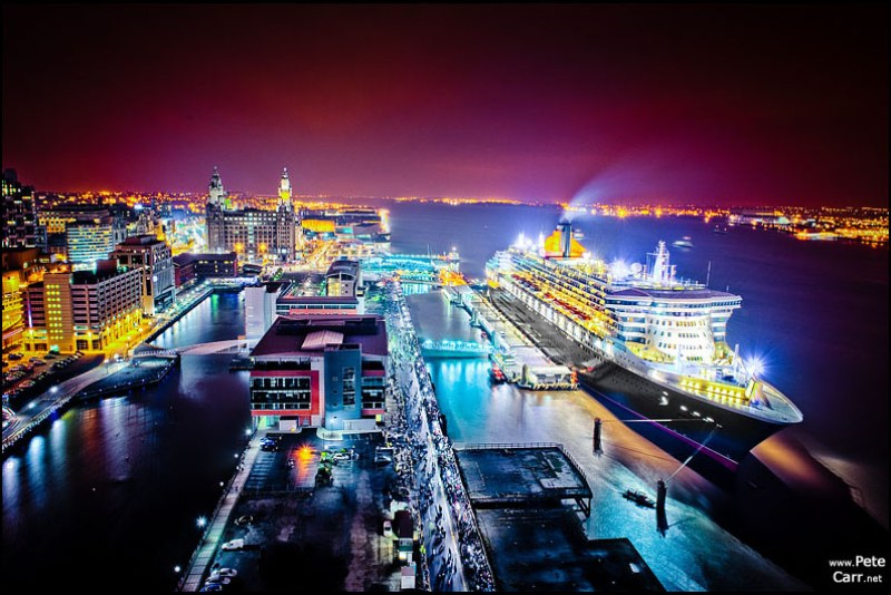 Queen Mary 2 in Liverpool at night