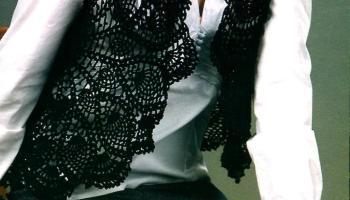 Чёрный ажурный жилет вязаный крючком