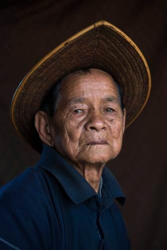 An Adi Gallong man is shown wearing a cane hat. Photo by indigenous person photographer Pete Oxford.