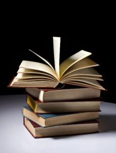 Publikationen-Buchstapel