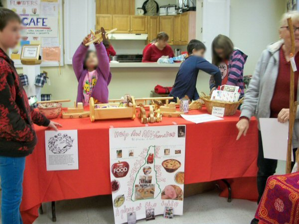 Church youth at Holiday Stroll for NH Food Bank