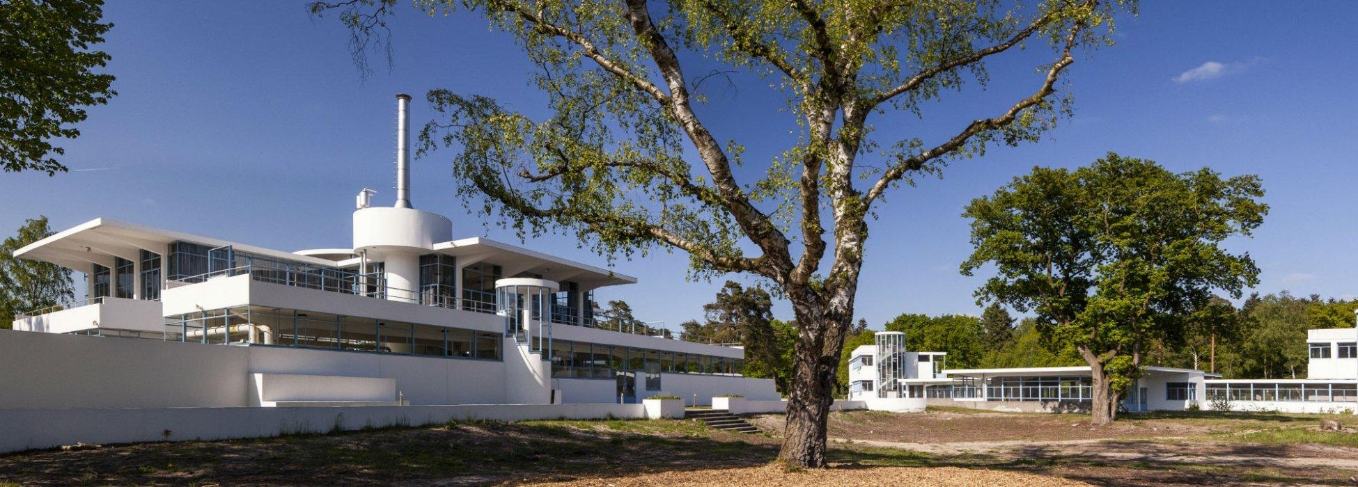 Dit landgoed rondom het sanatorium was een project van landschapsarchitect Peter de Ruyter.