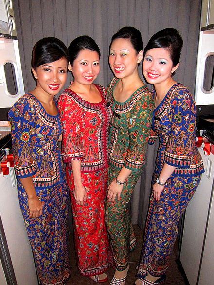 440px-Singapore_Airlines_Hostesses