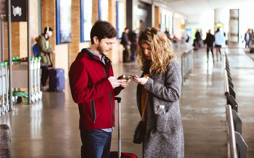 Derfor bør du unngå å ta ut valuta på flyplassen før avreise