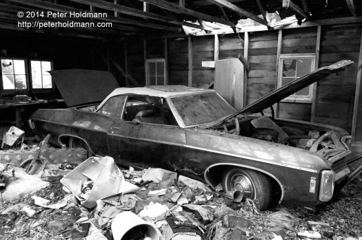 car-in-an-old-garage-DSC_9640