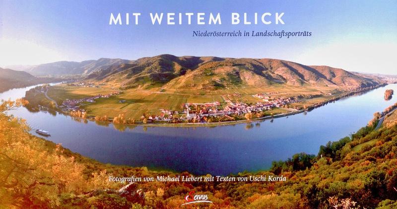 Blick von der Ferdinandswarte in der Wachau mit Blickrichtung über Donau nach Unterloiben (Foto: Michael Liebert, Servus bei Benevento Publishing)