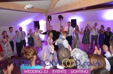 Wedding-circle-for-the-last-song-in-white-hart-saddleworth