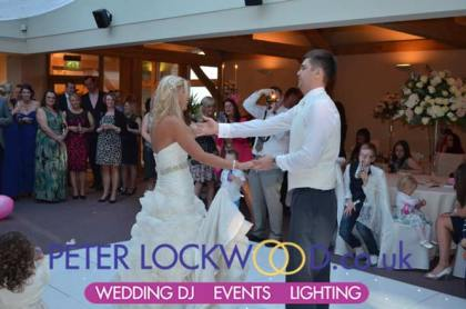 wedding-first-dance-in-the-white-hart