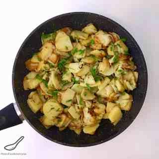 Fried Potatoes and Onion (Жареная картошка)