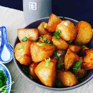 Don't eat boring old potatoes, try these Crispy Chinese Roast Potatoes cooked in a Master Stock, the perfect side dish. Flavoured right through in every bite.