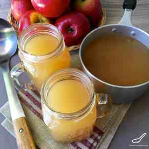 A classic American spiced drink popular during Thanksgiving and Christmas. This non-alcoholic mulled cider recipe is perfect for a cold chilly night - Homemade Hot Apple Cider