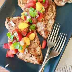 The ultimate summer recipe, easy to make and delicious. Bbq grilled chicken with fresh mango, tomatoes, jalapeños, peppers and cilantro - Grilled Chicken with Mango Salsa
