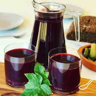 A delicious homemade blackcurrant juice from pressed blackcurrants and cranberries called a Mors Drink. Enjoyed in Russia for over 500 years. Full of vitamins and antioxidants. Nothing beats homemade juice! Homemade Blackcurrant Juice (Mors Drink)