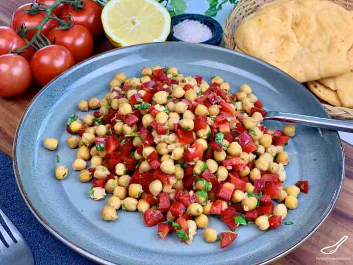 How to make a healthy Chickpea Salad