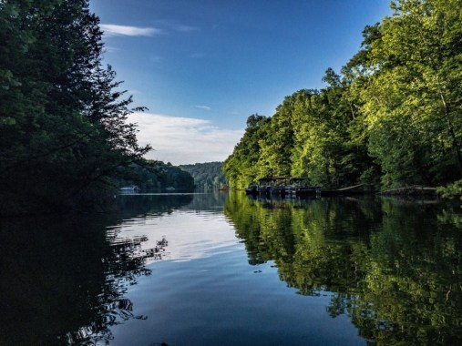 Kayaking on Nolin Lake