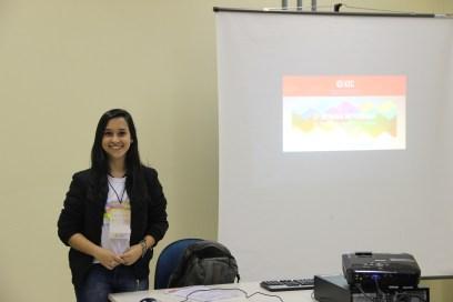 Jéssica Corrêa apresentando seu trabalho no CEC.
