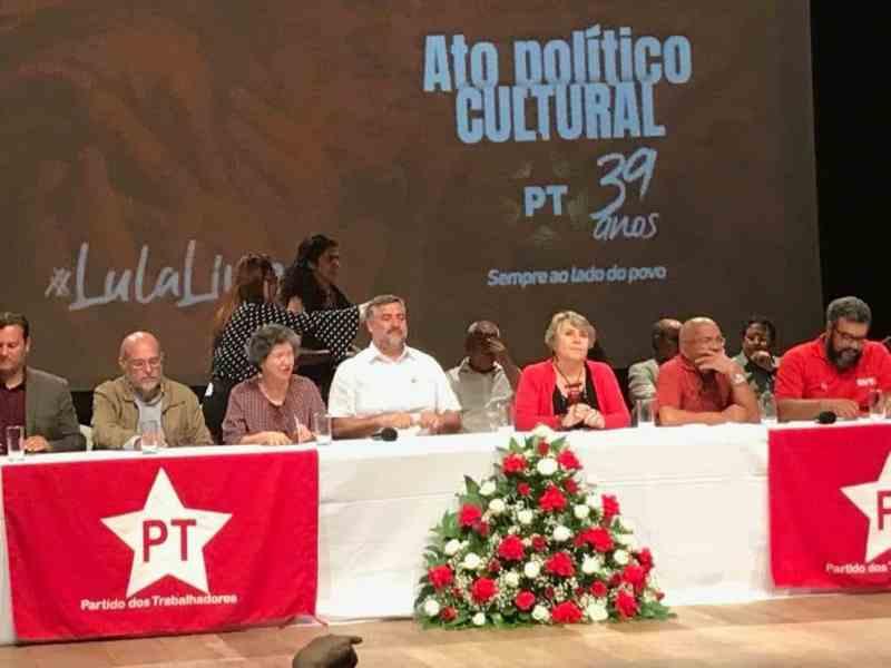 Mesa do ato PT 39 anos em Brasília