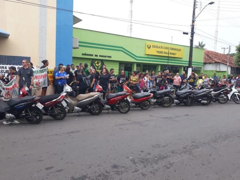 Servidores esperam o Deputado Marcelo Ramos
