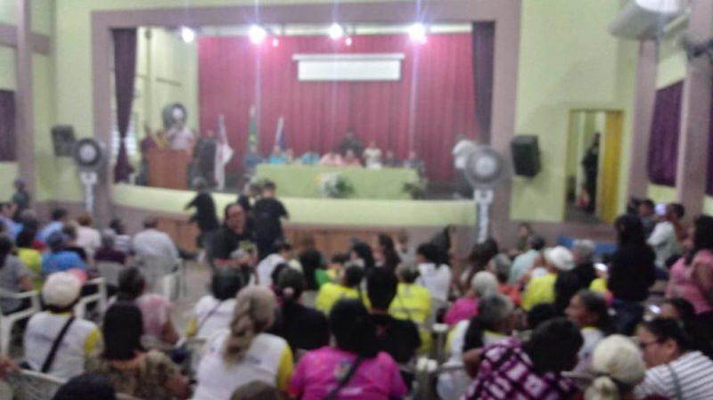 No plenário, participantes interpelam o Deputado